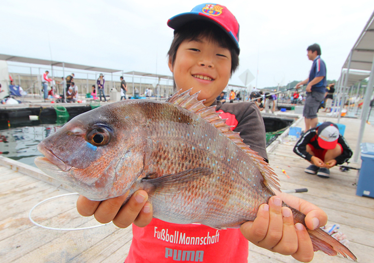 海上 釣り堀 田尻 海上釣り堀 田尻で計10匹の好釣果!?エサの選び方が釣果を左右する季節になってきたかも?